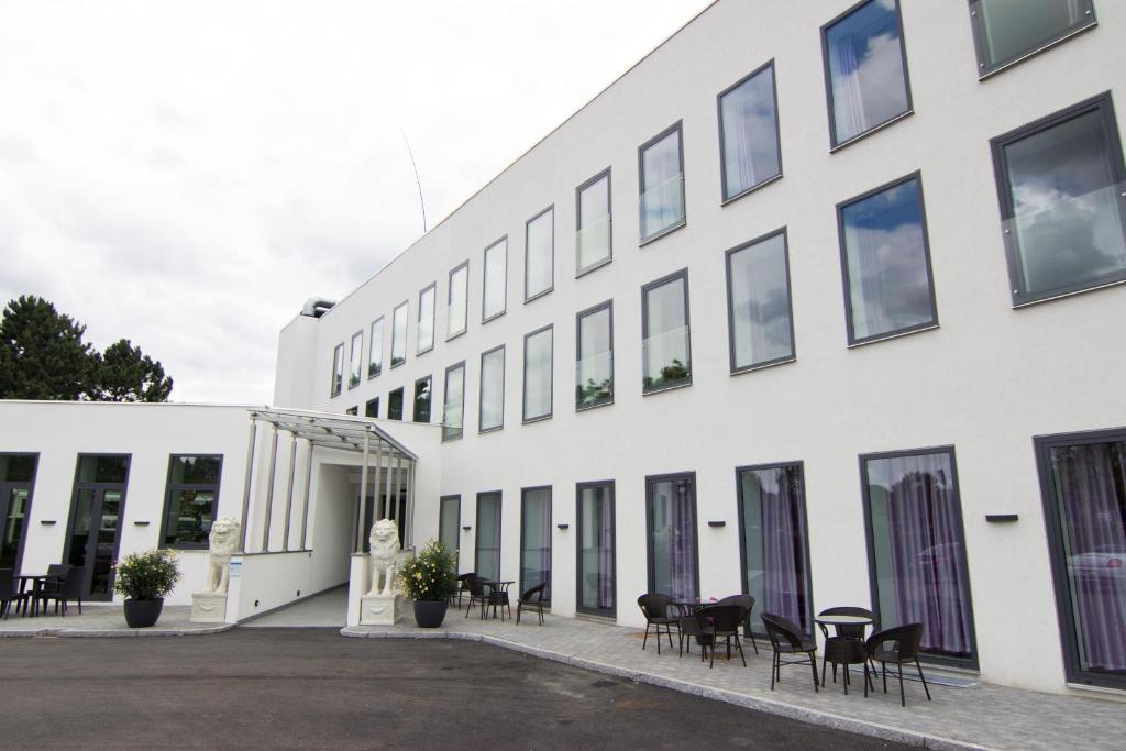 Front of A Hotels Glostrup with view to the main entrance.